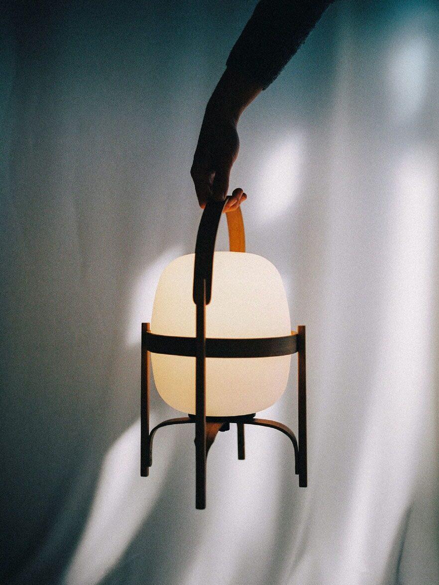 LED Akkuleuchte Cestita Bateria von Santa & Cole - Design von Miguel Mila