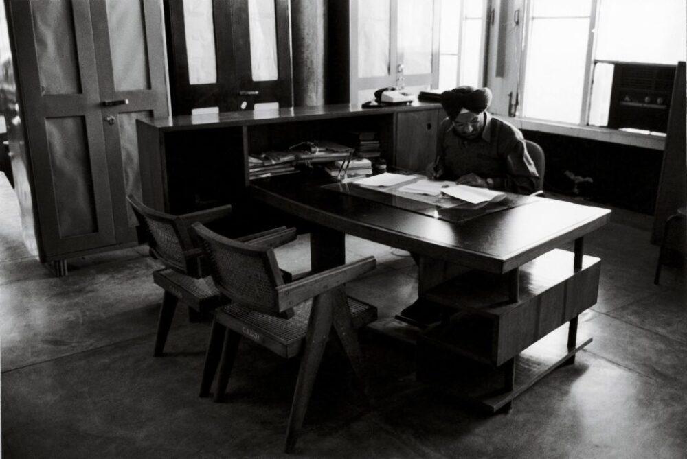 Die legendären Chandigarh Möbel wurden von Cassina neu aufgelegt.