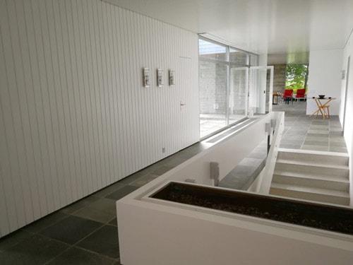 Korridor gänzlich in weiss vor dem Umbau.