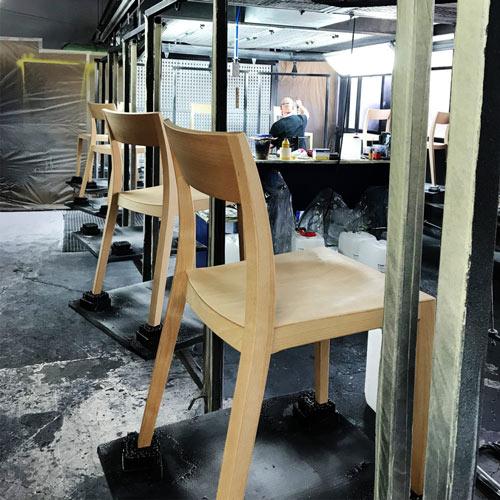 Jeder Stuhl entsteht in Handarbeit