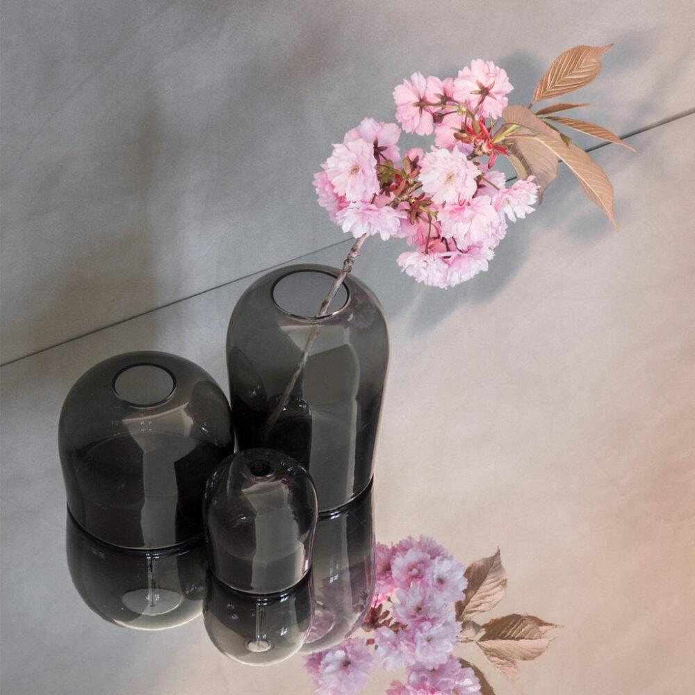 Dekorative Vasen im Skandi-Stil