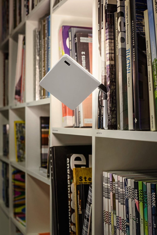Magnetische Akku Leuchte fürs Regal - Roxxane Fly von Nimbus