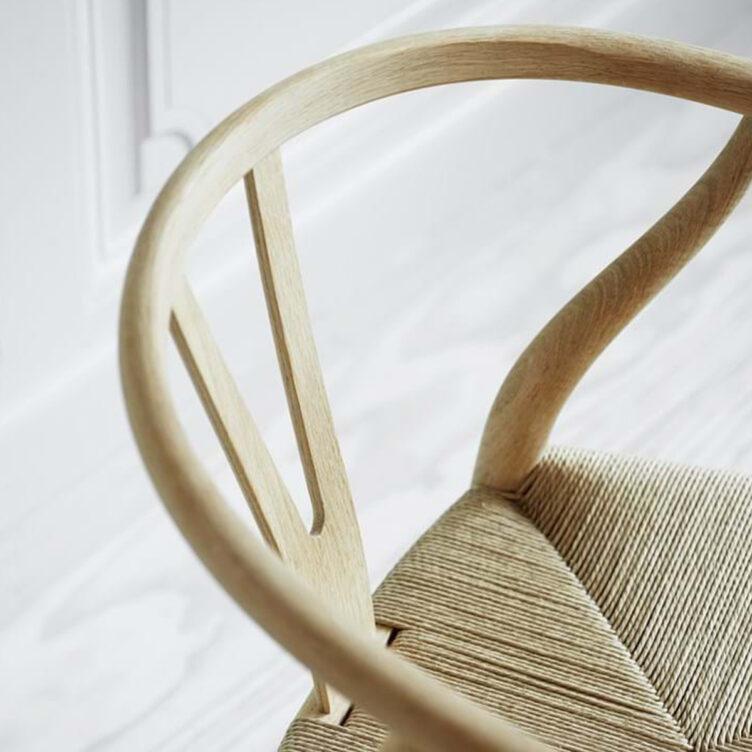 Der Wishbone Chair von Carl Hansen & Son wurde von Hans J. Wegner entworfen