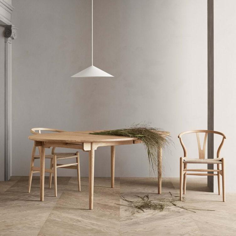 Esszimmer Tisch und Stühle - Wishbone Chair oder auch Y Chair bzw. CH24 ist ein Designklassiker von Carl Hansen & Son