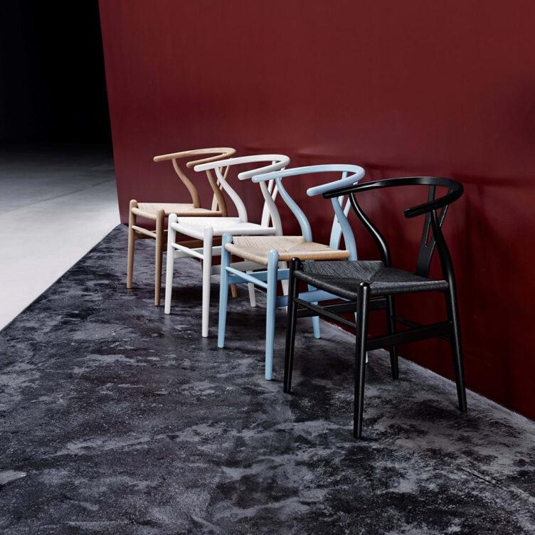 Wishbone Chair oder auch Y Chair bzw. CH24 ist ein Designklassiker von Carl Hansen & Son