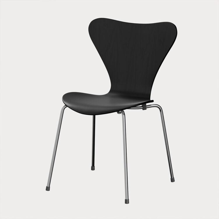 Fritz Hansen Design-Ikone Serie 7 in schwarzer Esche