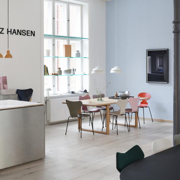 Fritz Hansen Esszimmer Sitzgruppe mit Serie 7 Stapelstuhl
