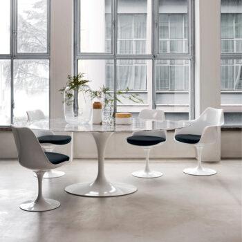 Saarinen Tulip Chair mit Tisch von Eero Saarinen - entworfen für Knoll International