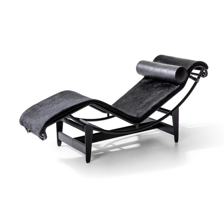 LC4-Cassina-Le-Corbusier-Jeanneret-Perriand-Chaiselounge-Liege