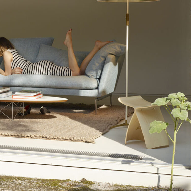 vitra-butterfly-chair-design-coffee-table-sori-yanagi-ahorn