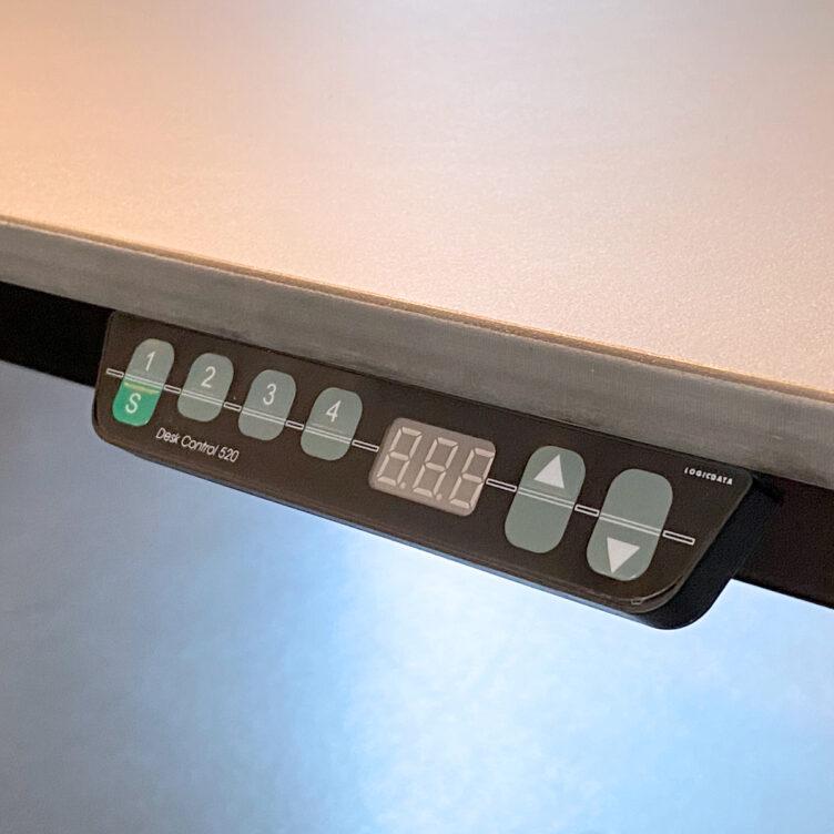 identi-4-fuss-tisch-dinamica-höhenverstellbar